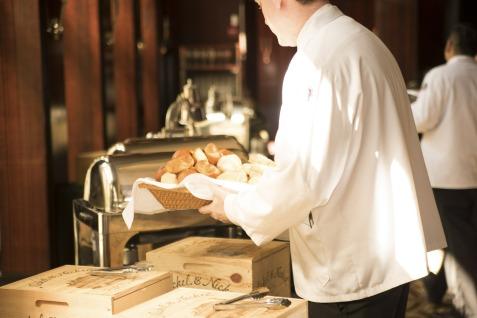 waiter-492872_1920.jpg